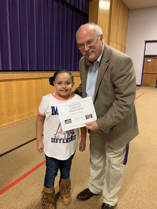 Second grader Jesslyn Luera was the elementary honor student for the first six weeks. Congratulations Jesslyn!